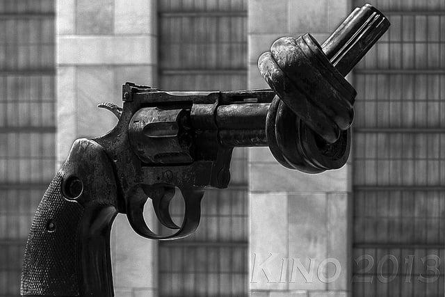 Armas para la paz. Autor: Kino
